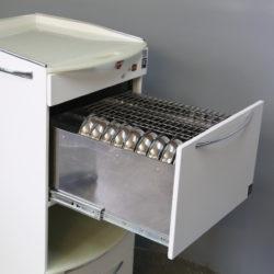 Відкритий ящик з інструментом. Збоку - роз'єм для підключення 220 V
