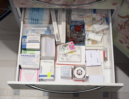 Содержимое ящиков медицинской мебели