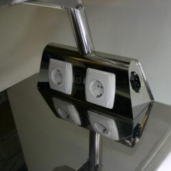 Две розетки и разъем 220 W на основании столика