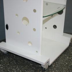 Сбоку столика — разъем для подключения 220 V