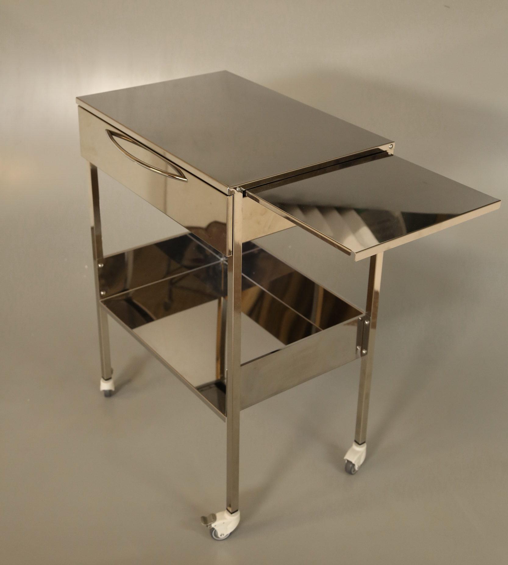 Медицинский столик с ящиком и выдвижной плоскостью без бортов.