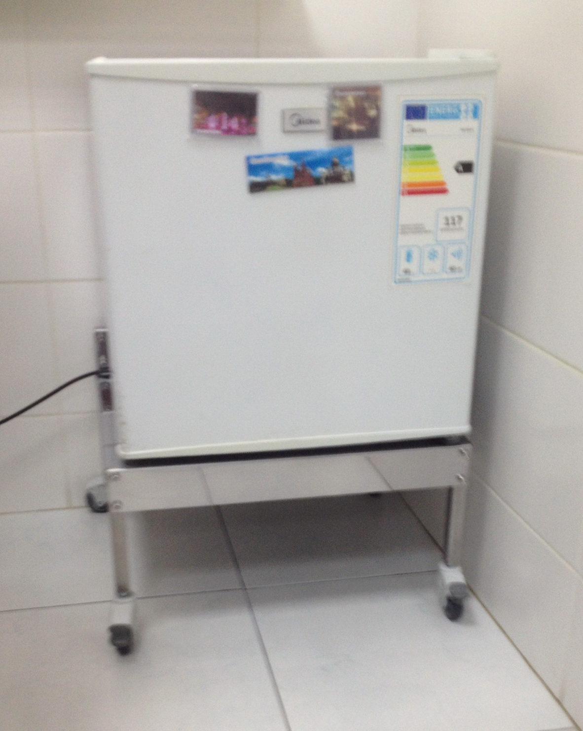 Подставка для холодильника на колесах