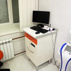 Тумба с персональным компьютером