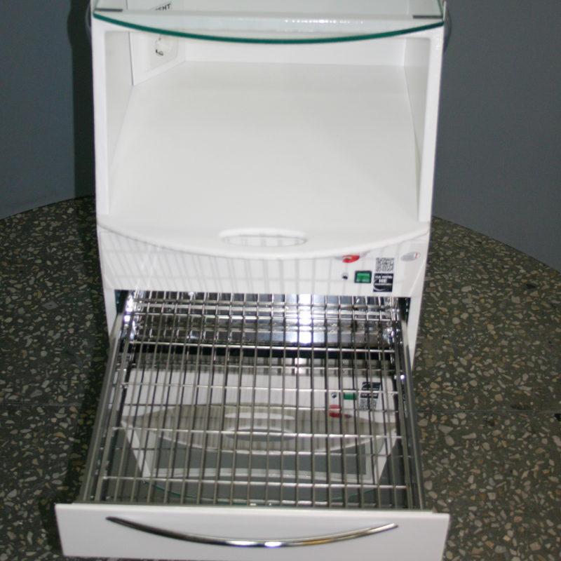 Открыт ящик для стерильного инструмента