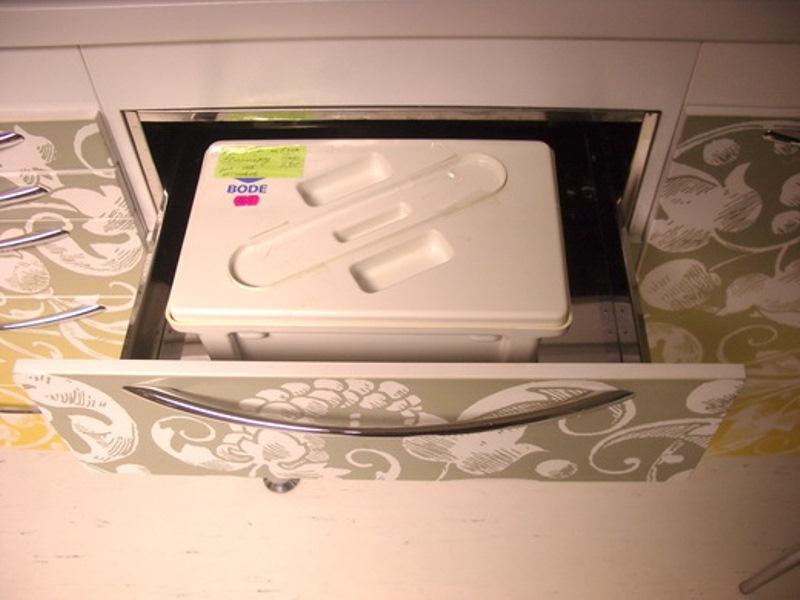 Ящик-конверт из нержавеющей стали для размещения лотков для замачивания инструментов в дез. средствах.