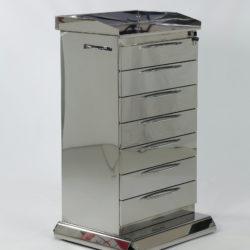 Cajoneras móviles en plataforma de acero inoxidable espejado italiano.